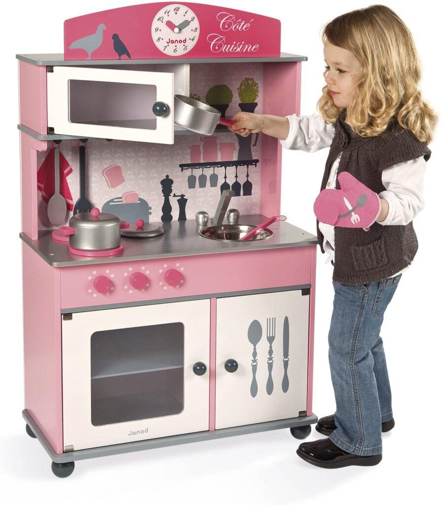 Cuisine en bois pour les enfants (côté cuisine)